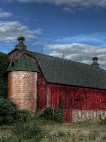 Old Red Barn Wallpaper